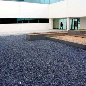 Gravier noir IGEA concassé paillage minéral et aménagement de jardin à Esvres en Indre et Loire