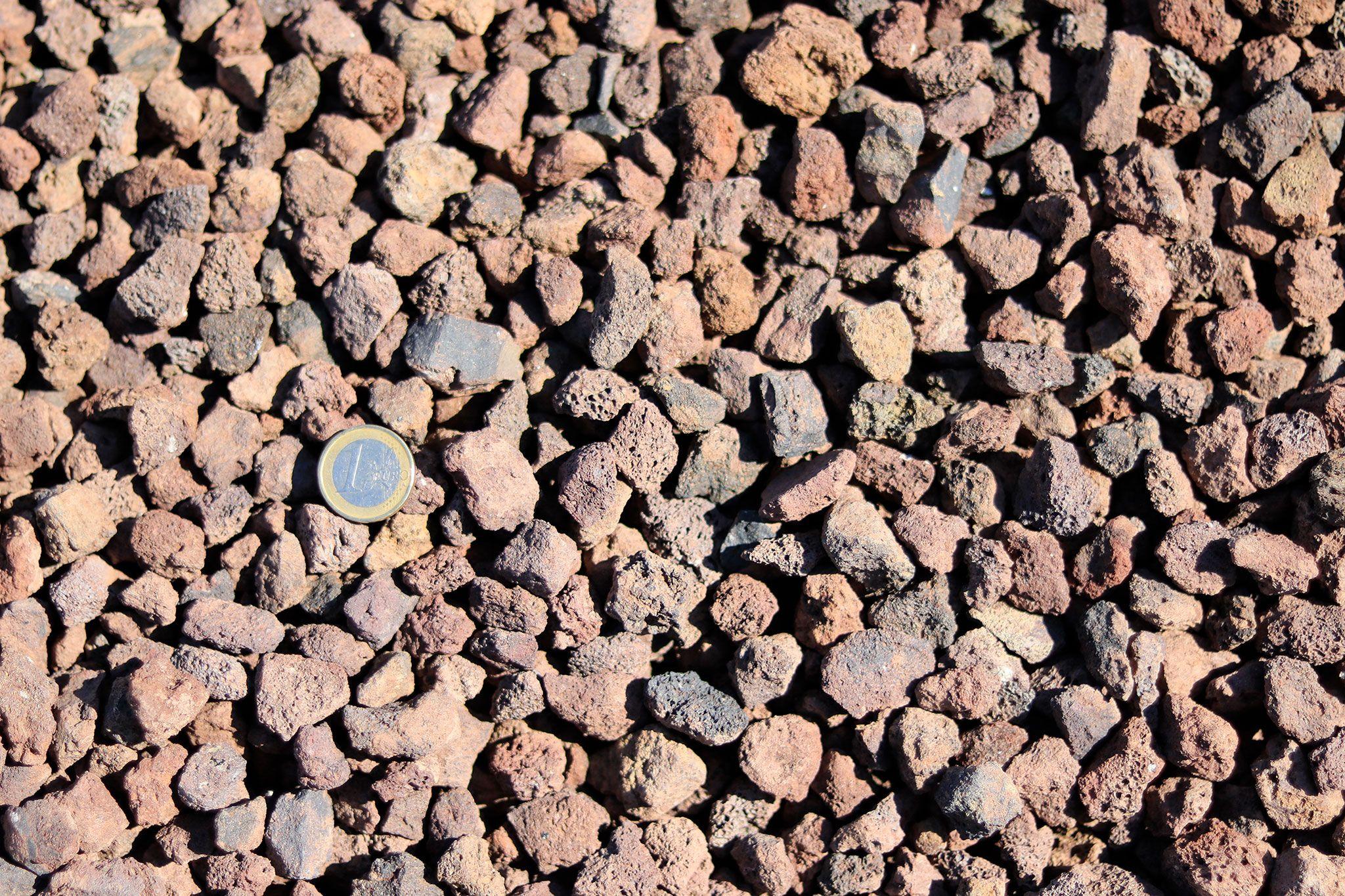 Pouzzolane - Votre paillage minéral chez Brin de Jardin