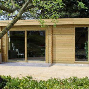 Abri de jardin Modern à emboîtement en bois et de style moderne chez Brin de Jardins à Esvres