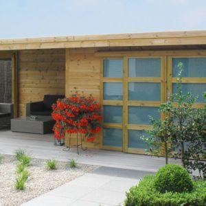 Abri de jardin Modern avec système alpha en bois et de style moderne chez Brin de Jardins à Esvres
